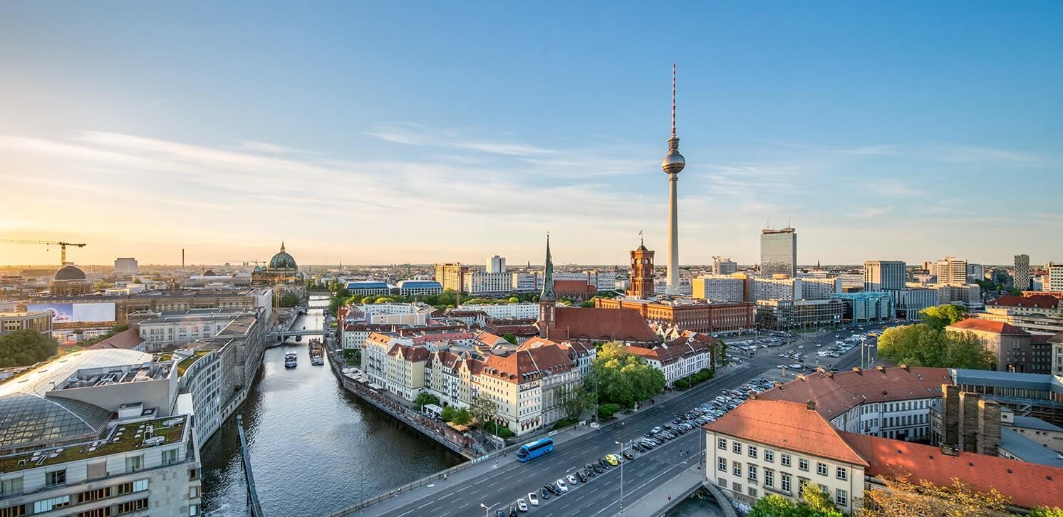Domini-Hausverwaltungen-GmbH-Startseite-Berlin-Headerbild-Slider-720x350-AdobeStock_204255760